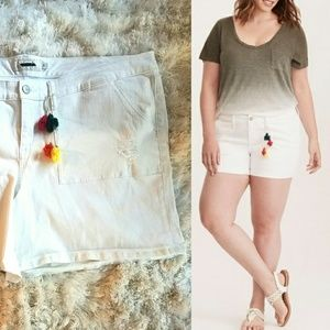 26 NWOT Torrid Distressed White Denim Shorts